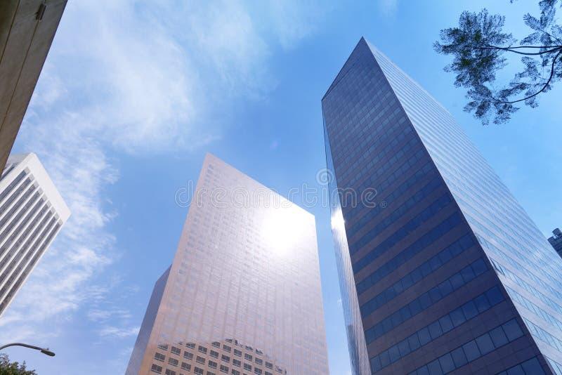 Vue d'angle faible des gratte-ciel, bâtiments d'affaires dans le downtownLos Angeles, Etats-Unis photo stock
