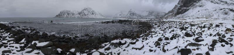 Vue d'Anoramic de belle plage de Milou Haukland Utaklev aux îles de Lofoten photos libres de droits
