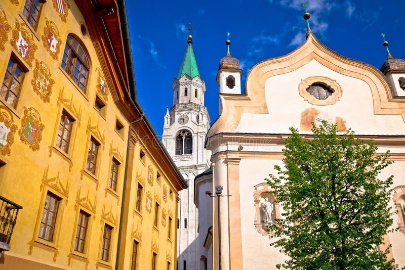 Vue d'architecture de place principale d'Ampezzo de ` de Cortina d image stock