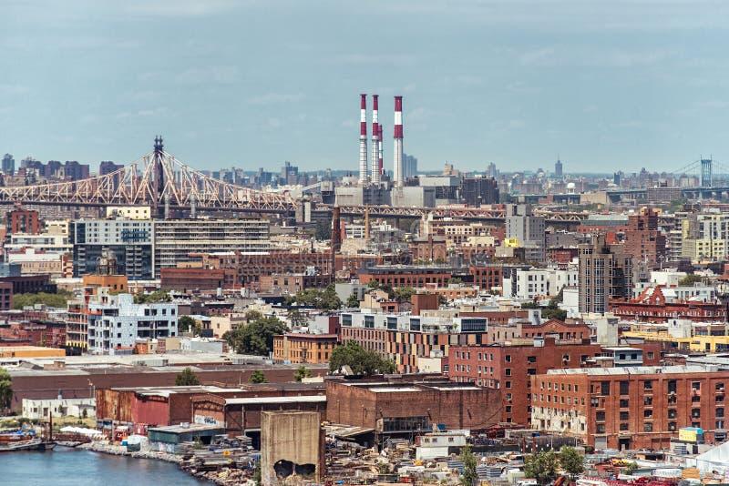 Vue d'Ariel vers Brooklyn à New York avec les ponts et la centrale image stock