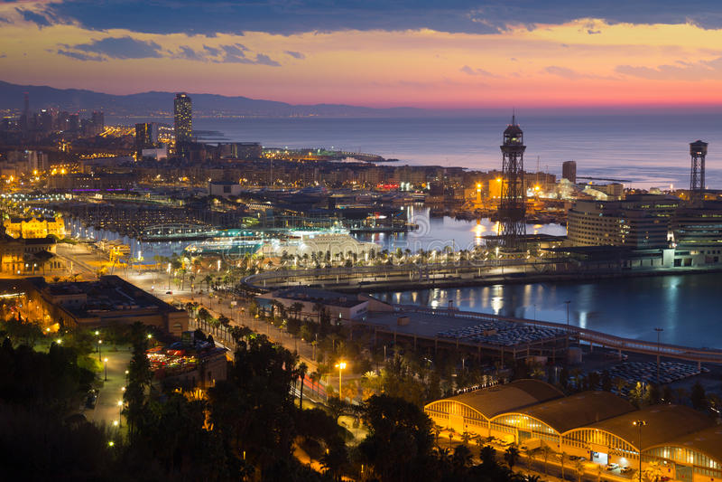 Vue d'aube de Barcelone images libres de droits