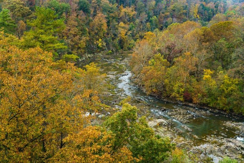 Vue d'automne sur les gorges de la rivière Roanoke images stock