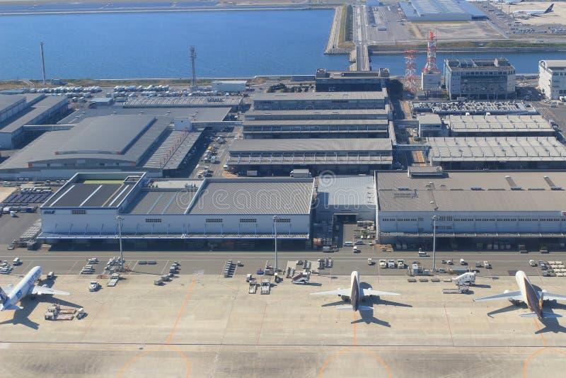 Vue d'avion de fenêtre dans l'aéroport de Kansai photo stock