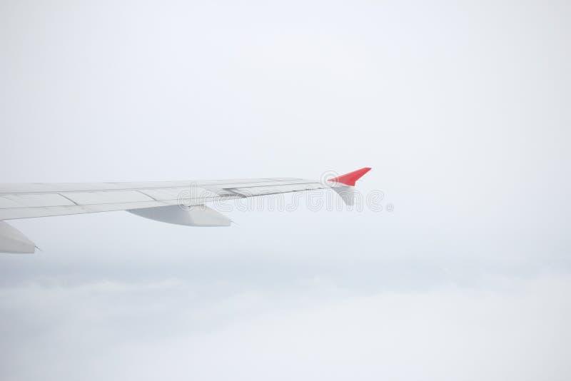 Vue d'avion de fenêtre dans le ciel image libre de droits