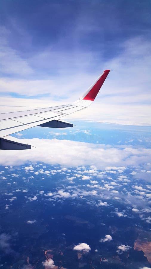 Vue d'avion de mer bleue et de ciel bleu images libres de droits
