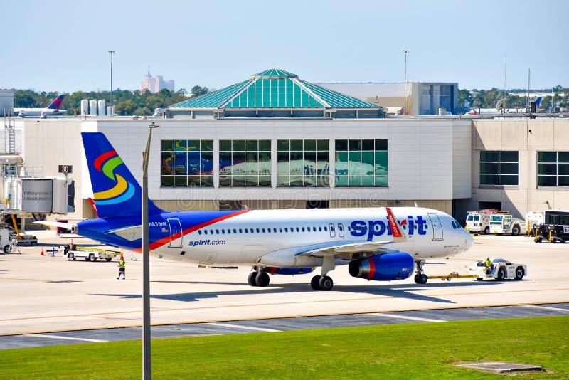 Vue d'avion de Spirit Airlines NK à la porte en Orlando International Airport MCO 5 photos libres de droits
