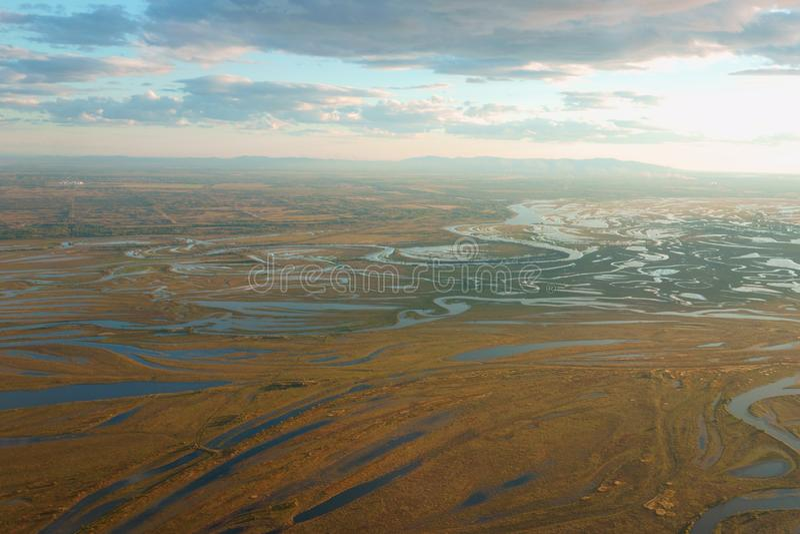 Vue d'avion des tributaires de rivière d'Amur Heilong Jiang dans E lointain photo stock