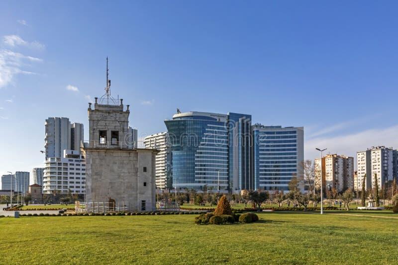Vue d'ensemble des bâtiments modernes du parc public de baruthane près de la mer de Marmara à atakoy dis photographie stock libre de droits