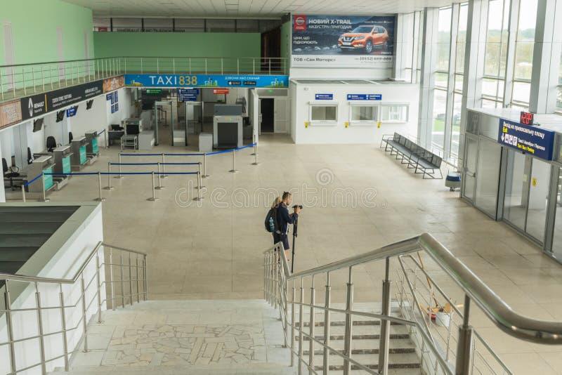 Vue d'ensemble du hall pour des passagers de l'aéroport international remplacé de Poltava photographie stock libre de droits