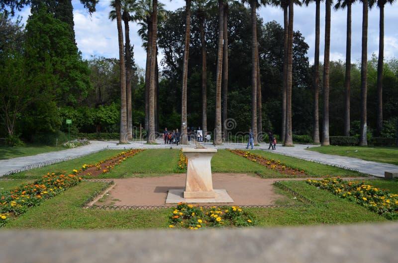 Vue d'entrée de jardin national d'Athènes images stock