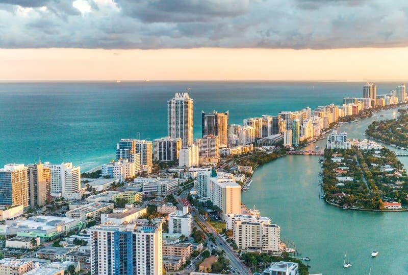 Vue d'hélicoptère de plage du sud, Miami photos stock