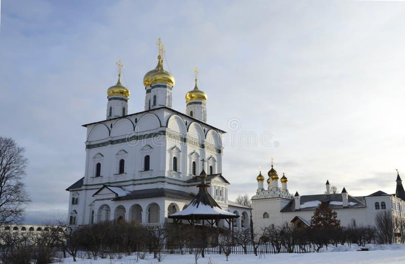 Vue d'hiver de la cathédrale d'hypothèse du monastère d'Iosifo-Volotsky de Volokolamsk, région de Moscou images stock