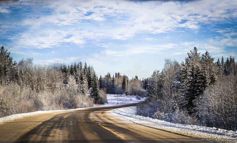 Vue d'hiver de la fenêtre de voiture photos stock