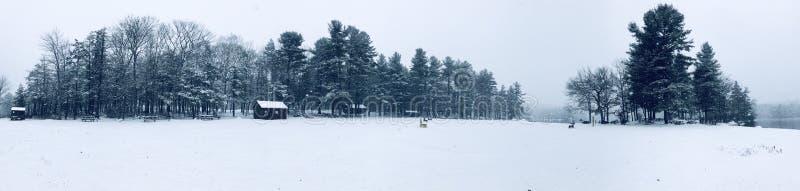 Vue d'hiver de panorama de parc d'état de Burr Pond photographie stock