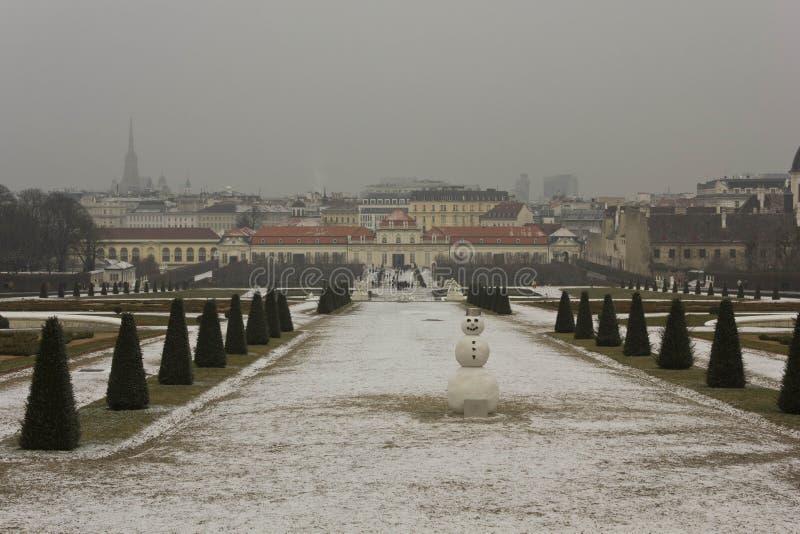 Vue d'hiver de parc de belvédère de Schloss à Vienne photos libres de droits