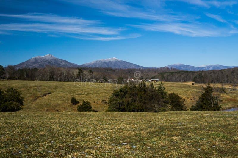 Vue d'hiver de Ridge Mountains bleu image stock