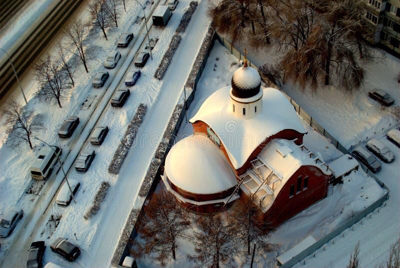 Vue d'hiver du temple en construction en l'honneur du grand martyre et du George victorieux images libres de droits