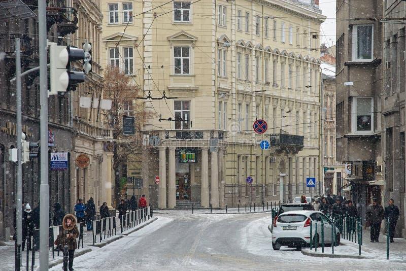 Vue d'hiver sur la rue centrale à Lviv, Ukraine photos libres de droits