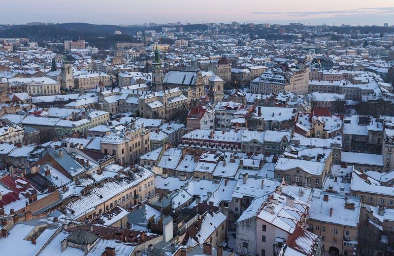Vue d'hiver sur le centre ville à Lviv, Ukraine photo stock