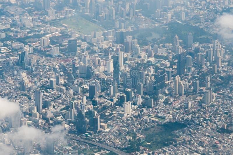 Vue d'horizon de Bangkok de paysage urbain d'avion, Tha?lande Bangkok est m?tropole et favori des touristes vivants ? entre moder photos stock