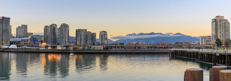 Vue d'horizon de False Creek et de Vancouver photo libre de droits