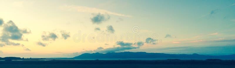 Vue d'horizon de fenêtre d'hôtel images stock