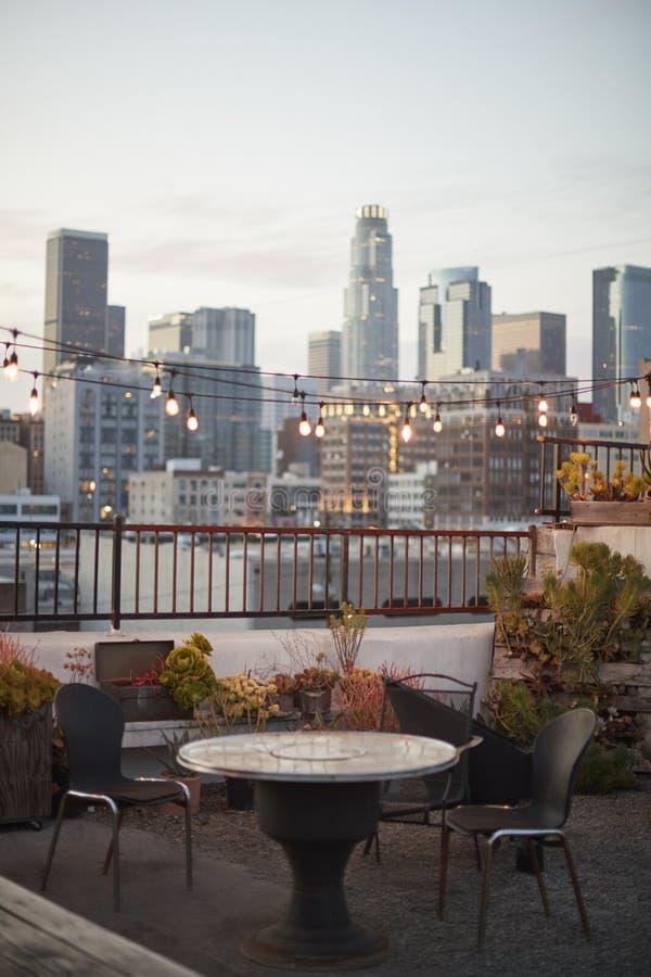 Vue d'horizon de Los Angeles au coucher du soleil de la terrasse de toit photographie stock