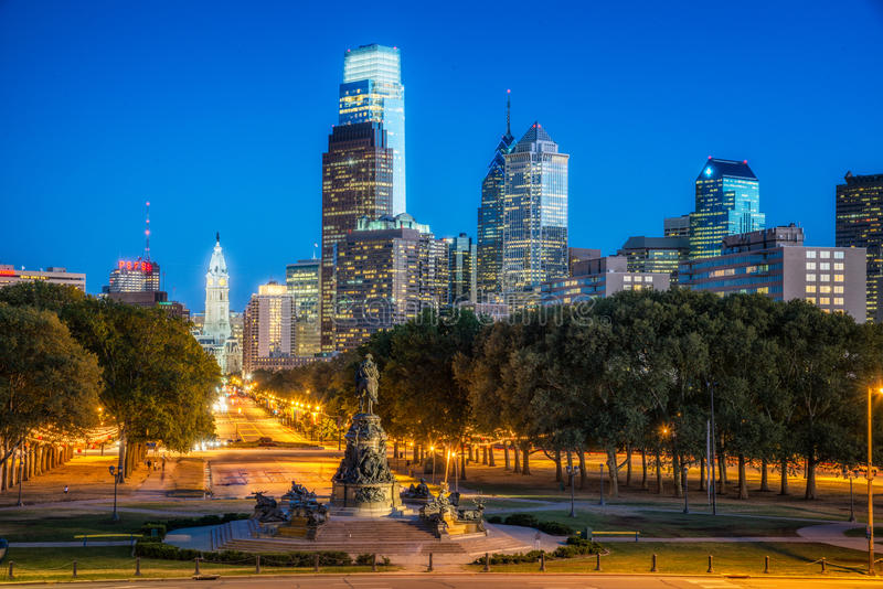 Vue d'horizon de Philadelphie de la route express image stock