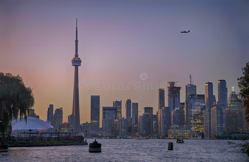 Vue d'horizon de Toronto du centre au coucher du soleil, Ontario, Canada photo stock