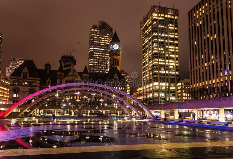 Vue d'horizon de Toronto de Nathan Phillips Square images libres de droits