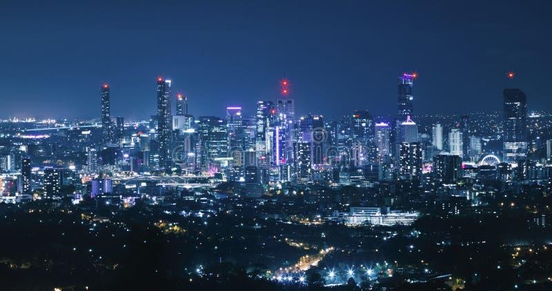 Vue d'horizon de ville de nuit de Brisbane photographie stock libre de droits