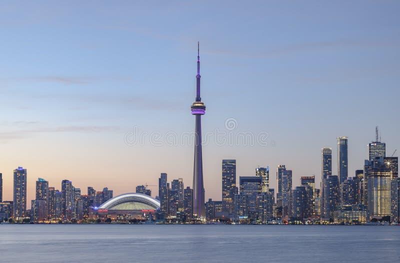 Vue d'horizon du centre de Toronto au coucher du soleil images stock