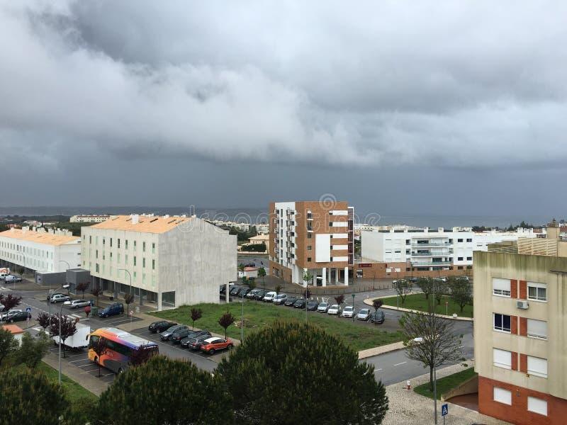 Vue d'un balcon dans Oeiras, Portugal photographie stock libre de droits