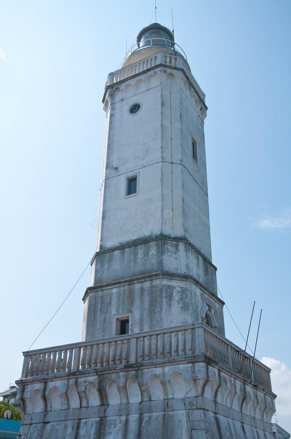 Download Vue D'un Phare Blanc Dans Un Port Photo stock - Image du seashore, nature: 76087938