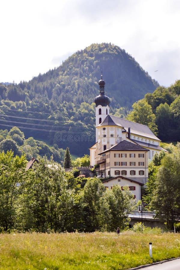 Vue d'une église et d'une chapelle typiques photographie stock libre de droits