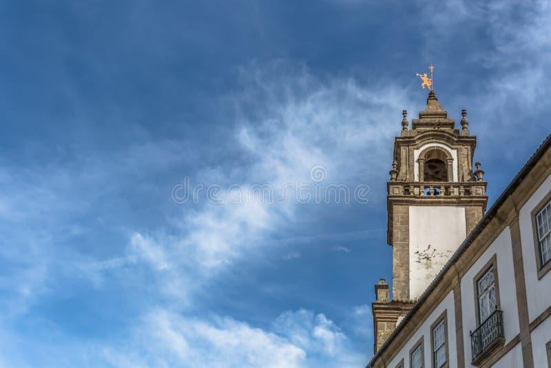 Vue d'une tour ? l'?glise de la piti?, monument baroque de style photos libres de droits