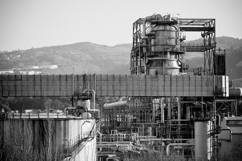 Vue d'une usine de raffinerie de pétrole photographie stock libre de droits