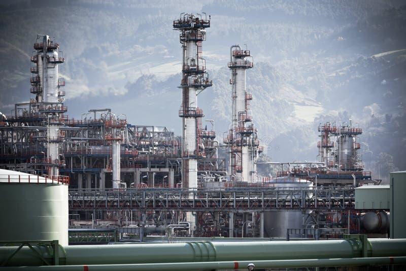 Vue d'une usine de raffinerie de pétrole image stock