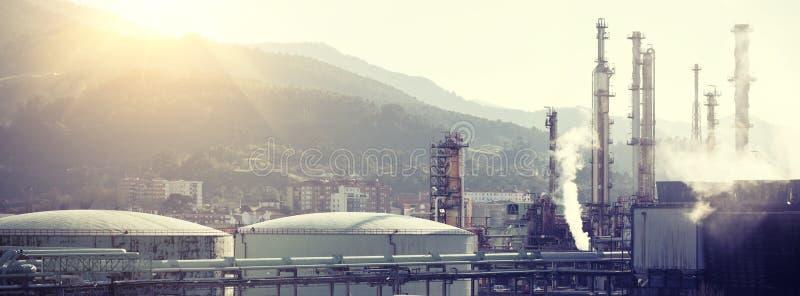 Vue d'une usine de raffinerie de pétrole image libre de droits
