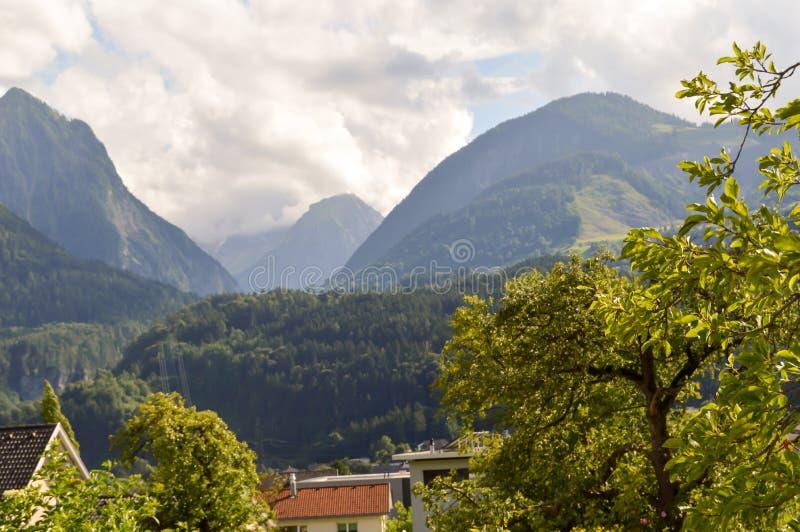Vue d'une vallée et d'un vert photo stock