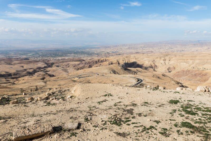 Vue de bâti Nebo sur le paysage jordanien près de la ville de Madaba en Jordanie photographie stock libre de droits