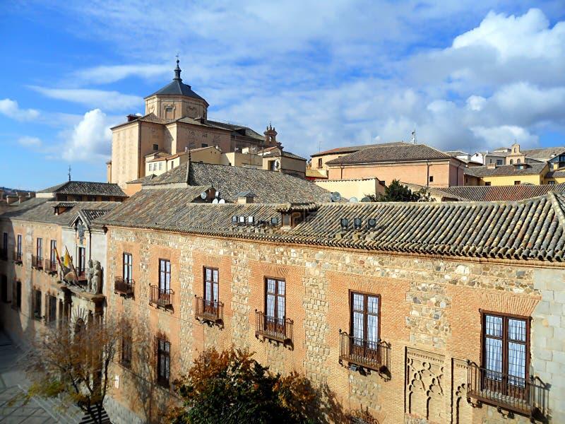 Vue de bâtiments historiques de la tour de Bell de Toledo Cathedral, Toledo, Espagne photo libre de droits