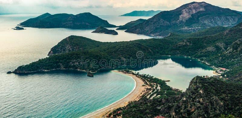 Vue de baie d'Oludeniz dans la ville de Fethiye Paysage stupéfiant de manière de Lycian course de agrandissement en verre de cart photos libres de droits