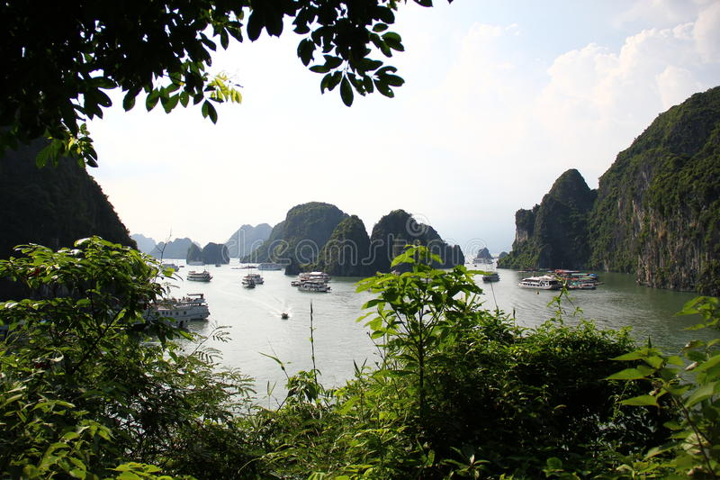 Vue de baie de HaLong images libres de droits