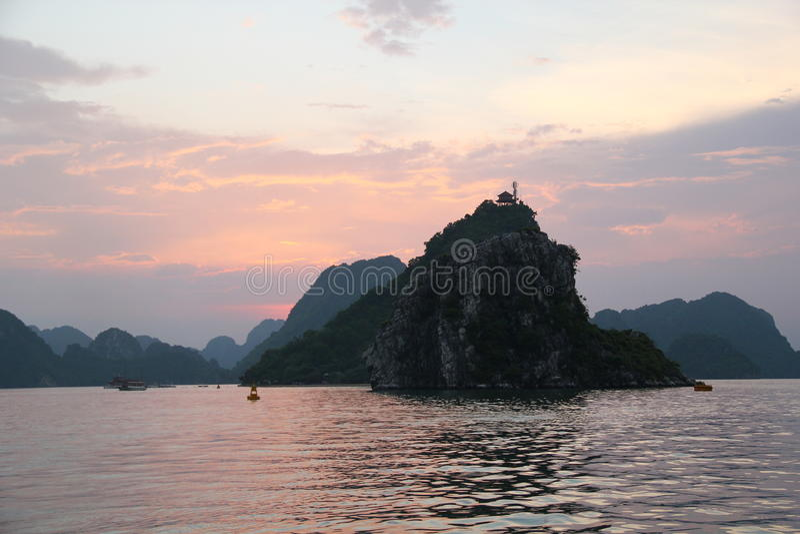 Vue de baie de HaLong photos stock