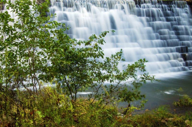 Vue de barrage de lac otter, Ridge Parkway bleu photographie stock libre de droits
