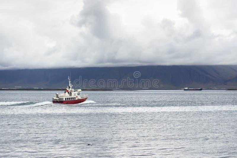 vue de bateau dans l'Océan Atlantique de la ville de Reykjavik photo libre de droits