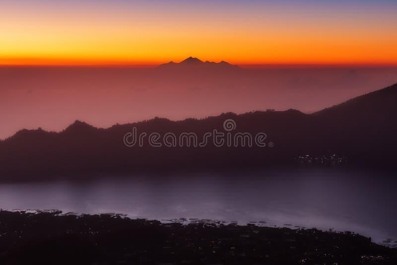 Vue de Batur Rinjani de bâti photographie stock libre de droits