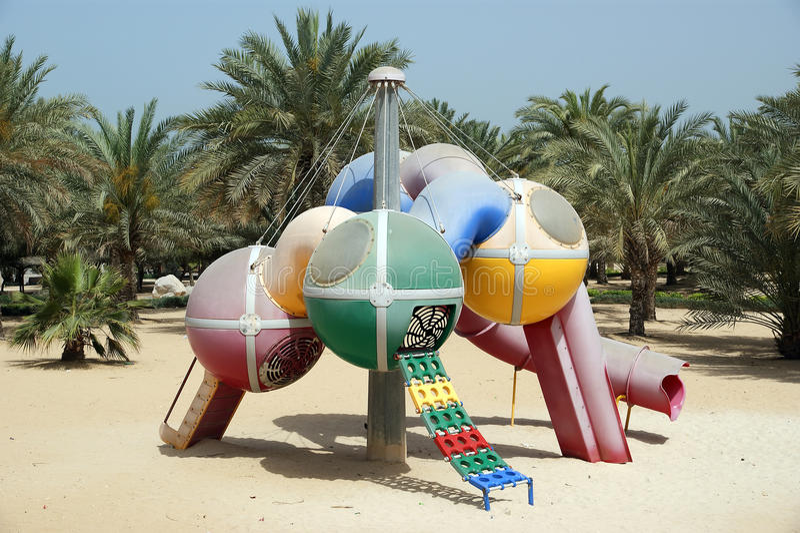 Vue de beau parc (terrain de jeu) à Dubaï, EAU. image stock