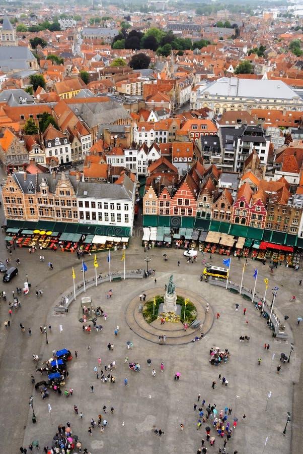 Vue de beffroi de Bruges et de Grote Markt images libres de droits